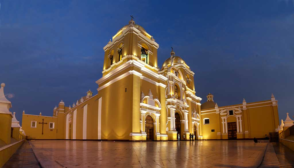 Vista Panoramica de la Catedral de Trujillo, Peru