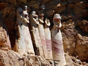 Sarcophages de Karajia / Mausolées de Chipuric